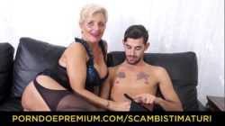 SCAMBISTI MATURI – Hardcore ass fucking with Italian blonde granny Italian xxx hd sex